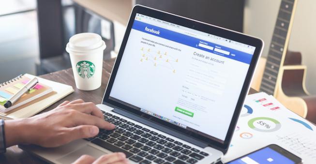 Modificări importante pentru facebook. Familia și prietenii au prioritate