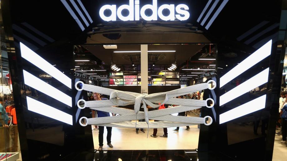 Compania Adidas a acționat în judecată proprietara unui butic din Piața Centrală. Care a fost decizia magistraților