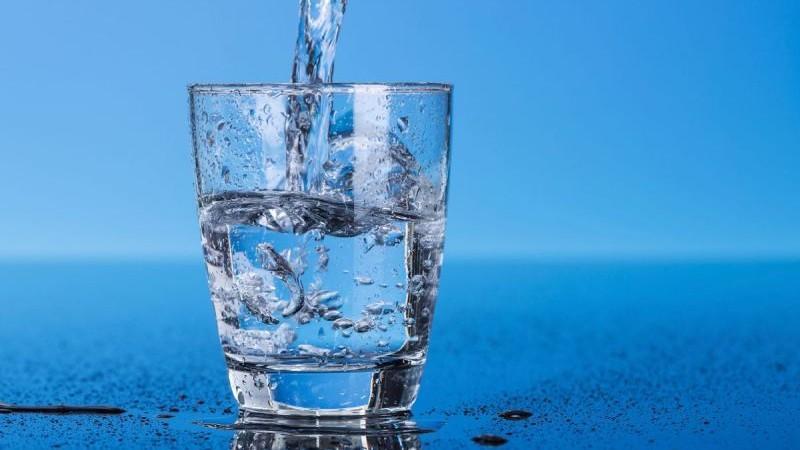 """Modalități """"ieftine"""" prin care îți poți purifica apa în mod natural acasă"""