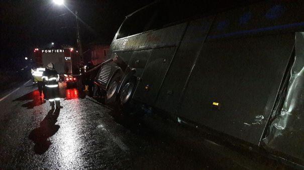 Un autocar cu 19 moldoveni, implicat într-un accident în România