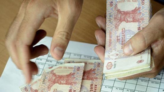 (infografic) Care este salariul minim acceptat de un tânăr specialist din Republica Moldova