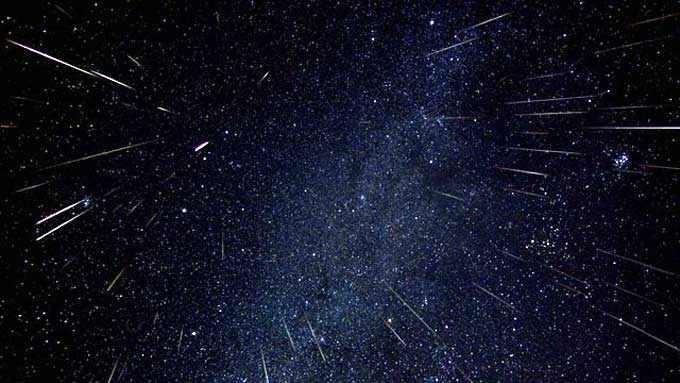 120 de stele căzătoare pe oră. Curentul de meteori Geminide va fi vizibil pe cerul nocturn