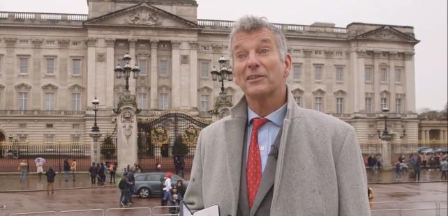 """(video) Apreciat pentru munca sa în Moldova. Actorul Tony Hawks a primit distincția """"Medalia Imperiului Britanic"""""""
