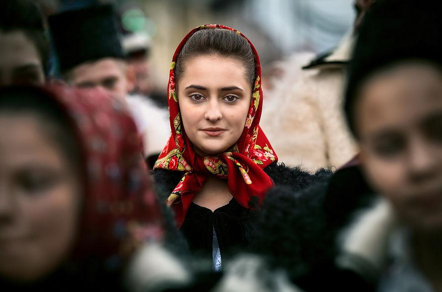I-captured-portraits-at-a-traditional-New-Year-festival-from-Transylvania-5a4eb33c371a8__880