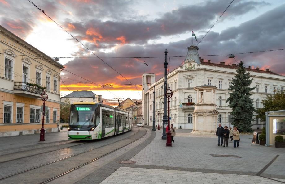 Universitatea #diez. Tot ce trebuie să știi dacă vrei să câștigi o bursă de studii în Ungaria