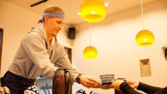 (foto) Restaurantul în care poți să lucrezi 50 de minute ca să-ți plătești consumația