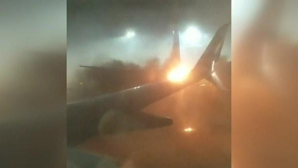 (video) Două avioane s-au ciocnit pe aeroportul din Toronto. Peste 160 de persoane au fost evacuate