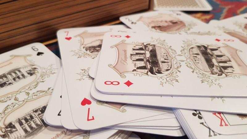 (foto) A fost creat un set de cărți de jucat cu imagini ale Chișinăului de altă dată. Unde le puteți găsi