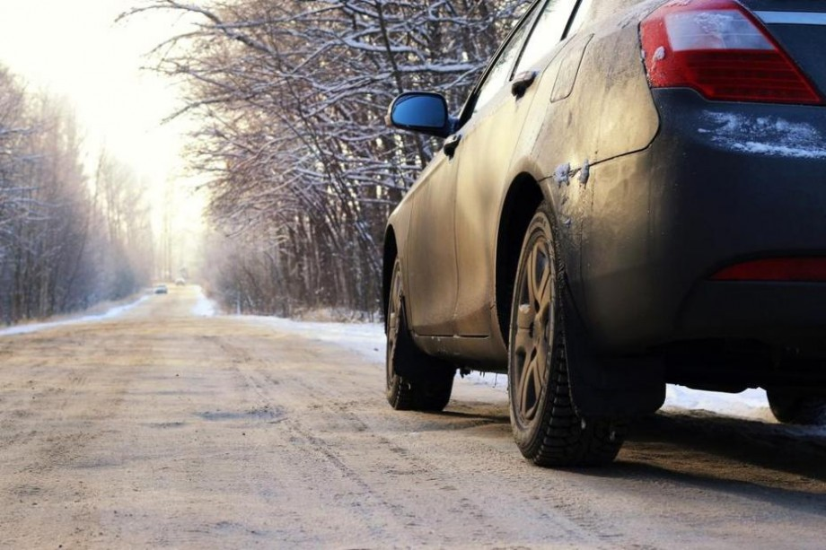 6 lucruri care nu trebuie să-ți lipsească dacă pleci la drum lung cu mașina pe timp de iarnă