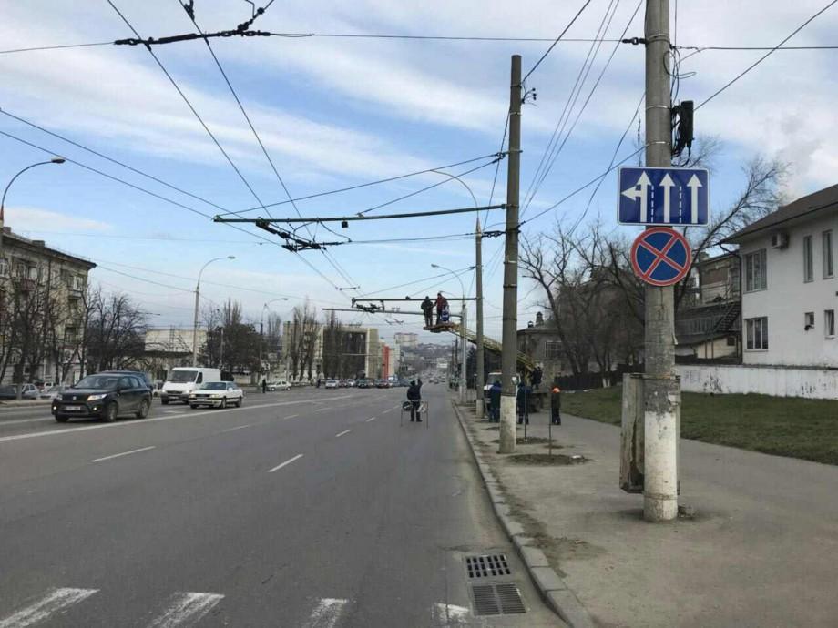 Un nou indicator și posibilitatea de deplasare pe a treia bandă. Cum a fost reorganizată circulația pe strada Mihai Viteazul