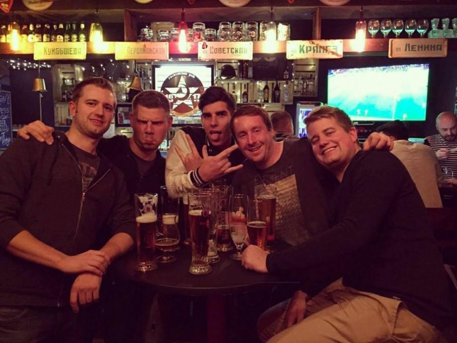 Pub Crawl Chisinau: Cât îl costă pe un turist să se bucure de-o seară furtunoasă în Capitală