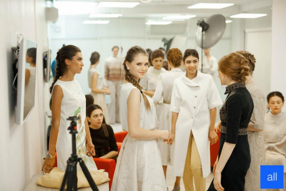 Ai între 15 și 18 ani și ești pasionat de modă? Înscrie-te la unicul curs de design vestimentar pentru liceeni din țară
