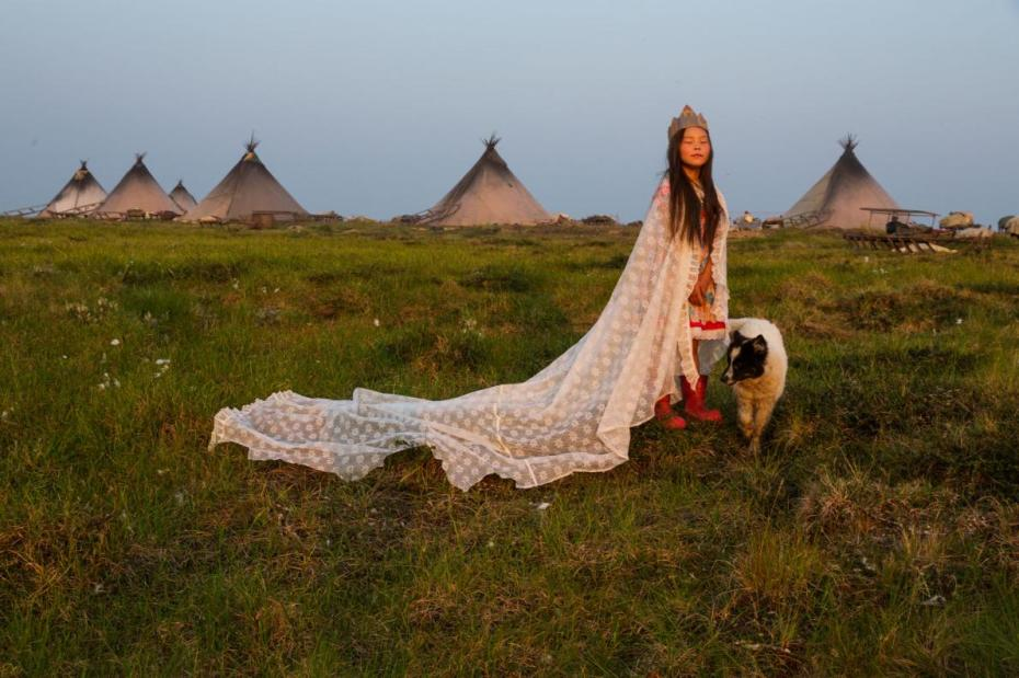 06-best-nenets-evgenia-girl-dog.adapt_.1190.1