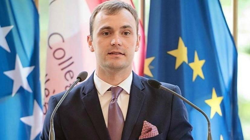 """(foto) Tânărul din Moldova care a obținut premiul pentru """"cea mai bună teză de masterat"""" la Colegiul Europei"""