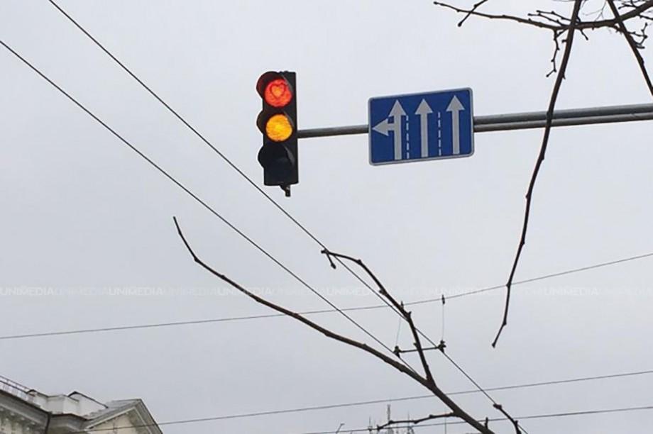 (foto) Semafoare cu inimioare. Șoferii din Chișinău nu vor mai fi triști la culoarea roșie de Ziua Îndrăgostiților