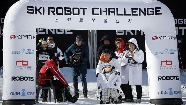 (video) Opt roboți au participatla proba Challenge Robot Ski de la Jocurile Olimpice de iarnă. Cum au evoluat aceștia