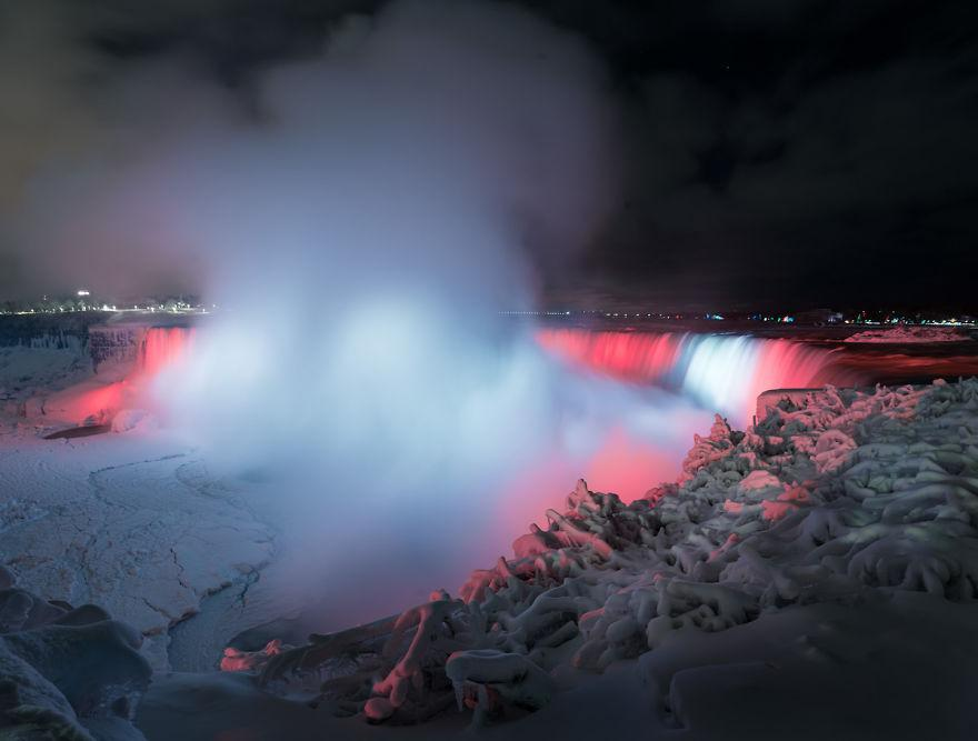 Icy-Niagara-Falls-looks-like-a-5a7914255729d__880