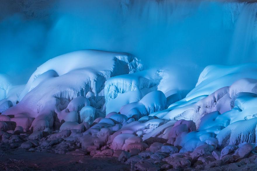 Icy-Niagara-Falls-looks-like-a-5a79143dceed6__880