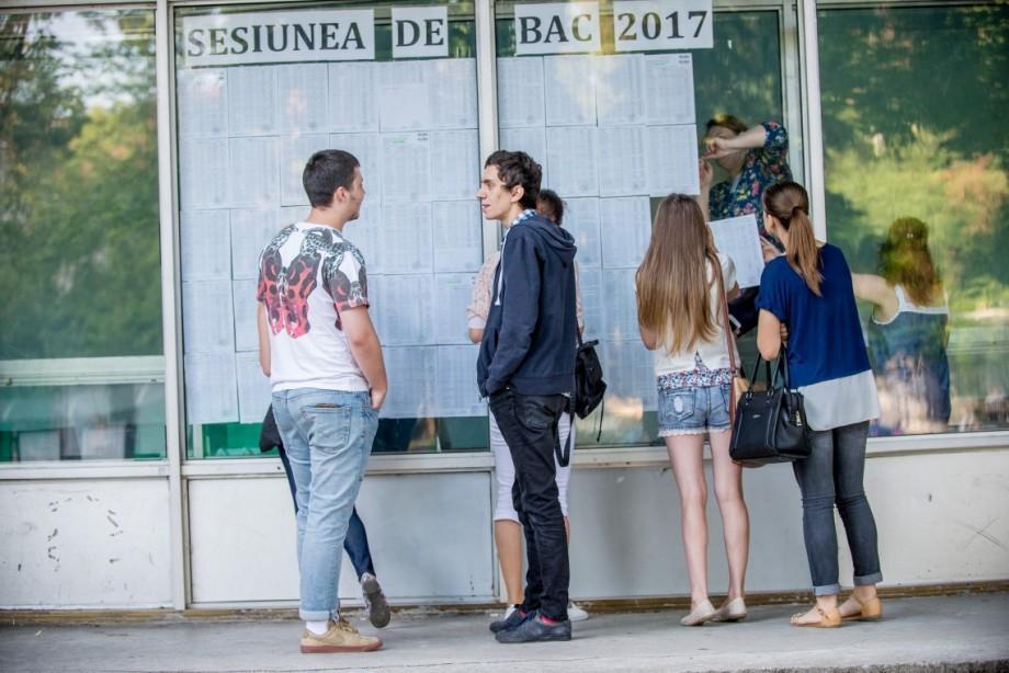 Absolvenții care nu au promovat BACul în anii 2015-2017 mai au câteva zile să depună cererea pentru sesiunea repetată