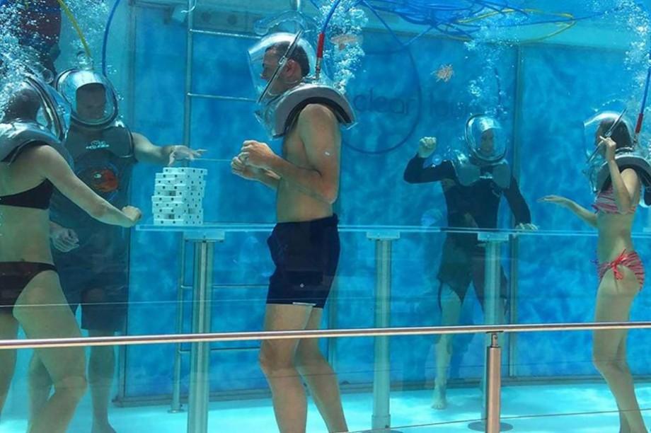 (foto) Cele mai bizare destinații turistice subacvatice. Cum arată o poștă, un muzeu sau un bar sub valuri