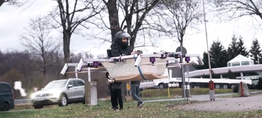 (video) Într-o cadă zburătoare la cumpărături. Unde și-a parcat invenția tânărul din Germania