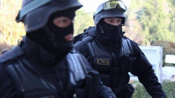 Percheziții la Primăria din Chișinău, soldate cu 7 persoane reținute, care făceau parte dintr-un grup infracțional