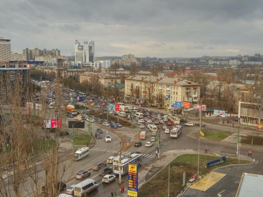 (video, infografic) Mașinile vechi din Moldova ne pot ucide. În loc să investim în ceea ce ne dă viață, cumpărăm ceea ce ne omoară