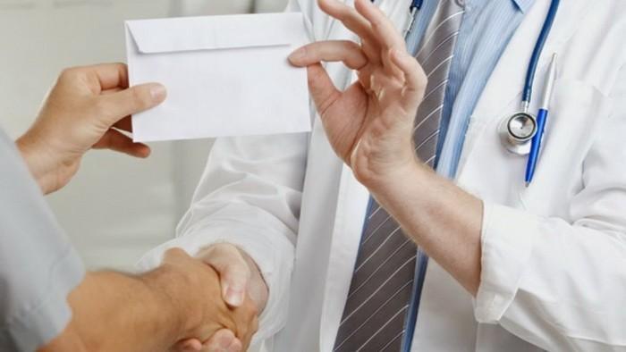 Un medic de la Institutul Oncologic, reţinut pentru luare de mită. Ar fi cerut 7000 de lei de la un bolnav incurabil