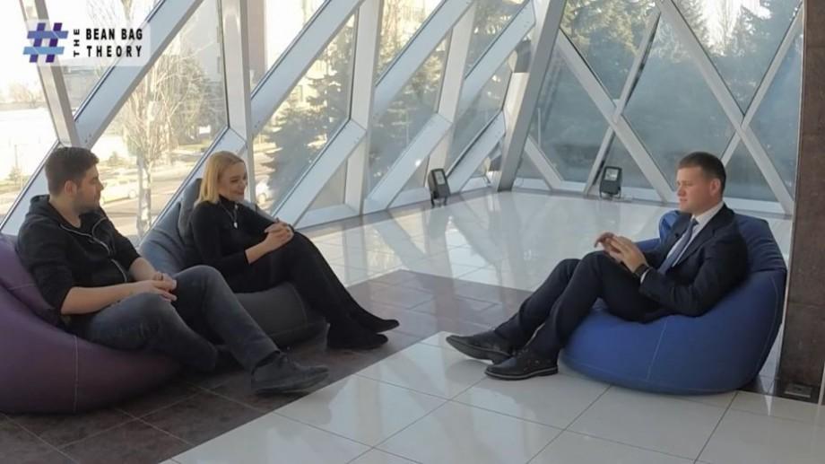 """(video) The Bean Bag Theory. Valeriu Munteanu: """"Moldovenii se consideră cel mai harnic popor din lume. Nu este adevărat, noi nu știm să muncim"""""""