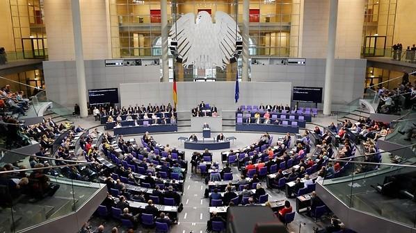 Bundestagul german te invită să vezi cum e să fii deputat european. Poți beneficia de o bursă lunară de 500 de euro și cazare gratuită