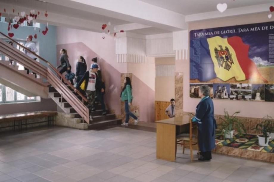 Percheziții la Școala Profesională nr. 2 din Capitală. Conducerea instituției ar fi bănuită de trafic de copii