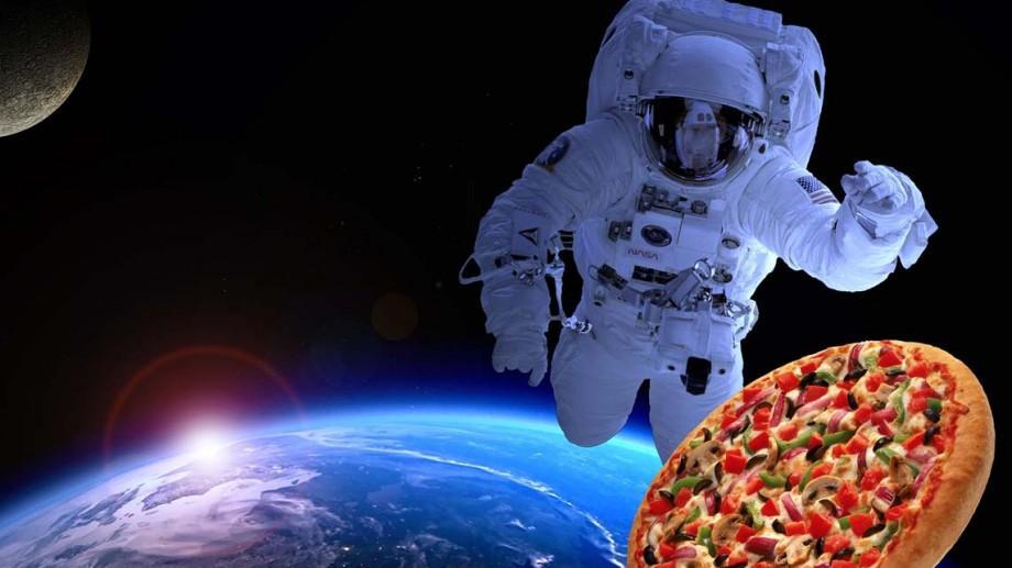 Pizza, sms-uri sau un mesaj de la Paul McCartney. Cele mai ciudate obiecte lansate în spațiu