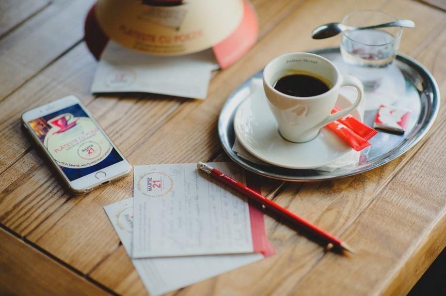 Pe 21 martie versurile devin monede. Lista localurilor din Moldova unde poți plăti cu o poezie cafeaua sau ceaiul preferat