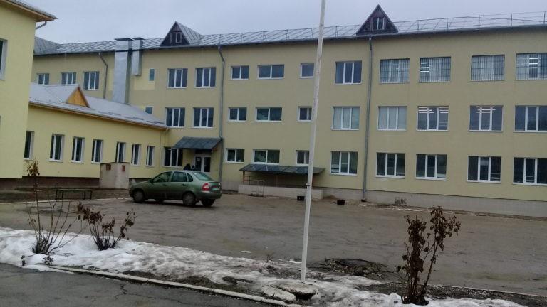 """(foto) Elevii liceului """"Mihai Eminescu"""", din Sipoteni, se bucură de o școală europeană. Cum arată aceasta după renovare"""