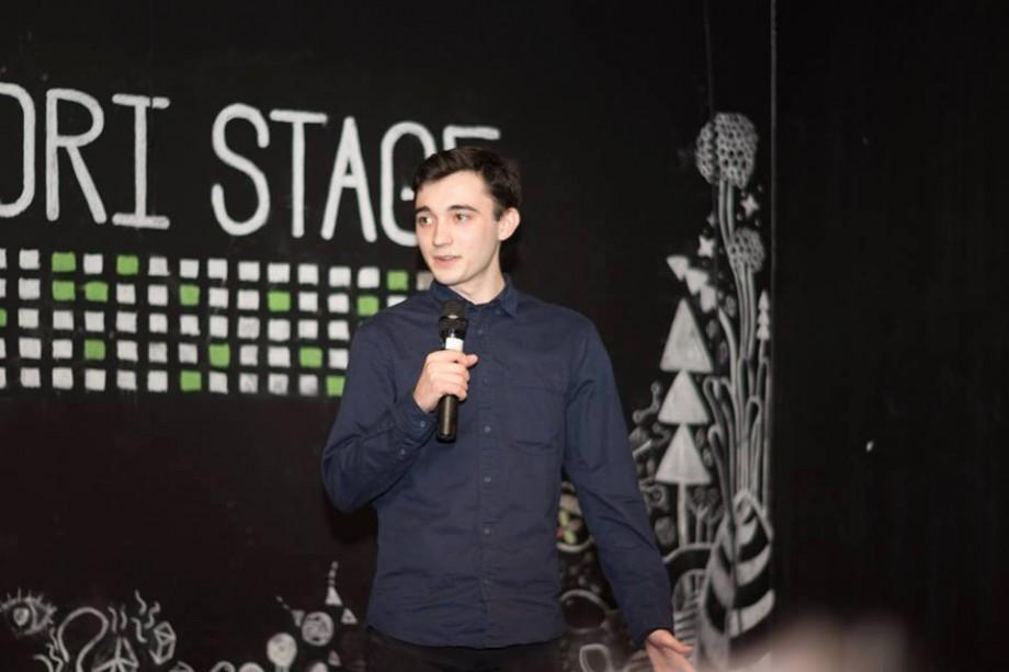 Universitatea #diez. Viața în afara orelor sau cum a ajuns un tânăr din Moldova să-și spună povestea pe scenele din Bratislava și Viena