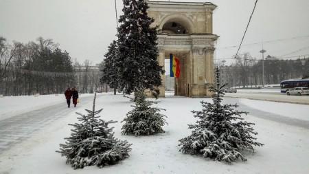 (foto) Situația în Chișinău ca urmare a ninsorii puternice. Străzile pe care să le ocolești