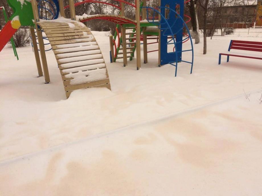 (foto) În Găgăuzia a nins cu zăpadă galbenă. Cum explică sinopticienii acest fenomen