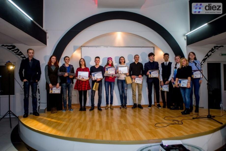 """Ești pasionat de video, text sau fotografie? Înscrie-te la """"Premiul Media pentru Tineri"""" și câștigă premii valoroase"""