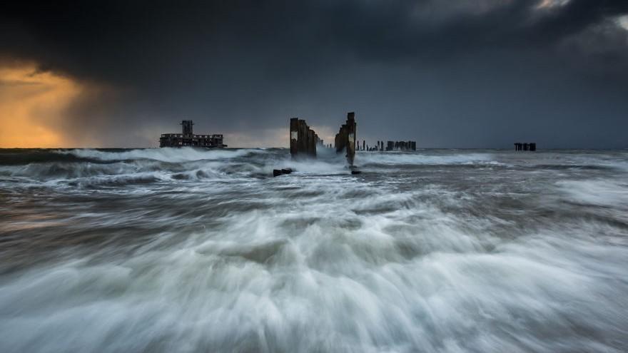 (foto) Rece și fierbinte, romantică și zgomotoasă. Un fotograf arată lumii cât de frumoasă poate fi Marea Baltică