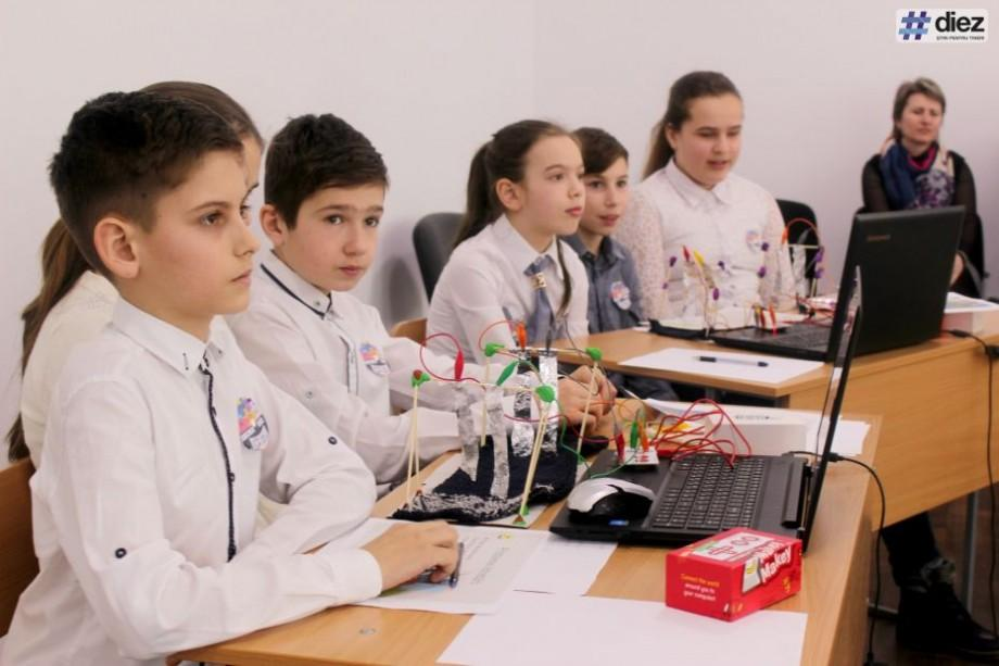 """(foto) """"Clasa viitorului"""" face studiile mai atractive pentru elevii de la Liceul """"M. Eminescu"""" din Leova"""