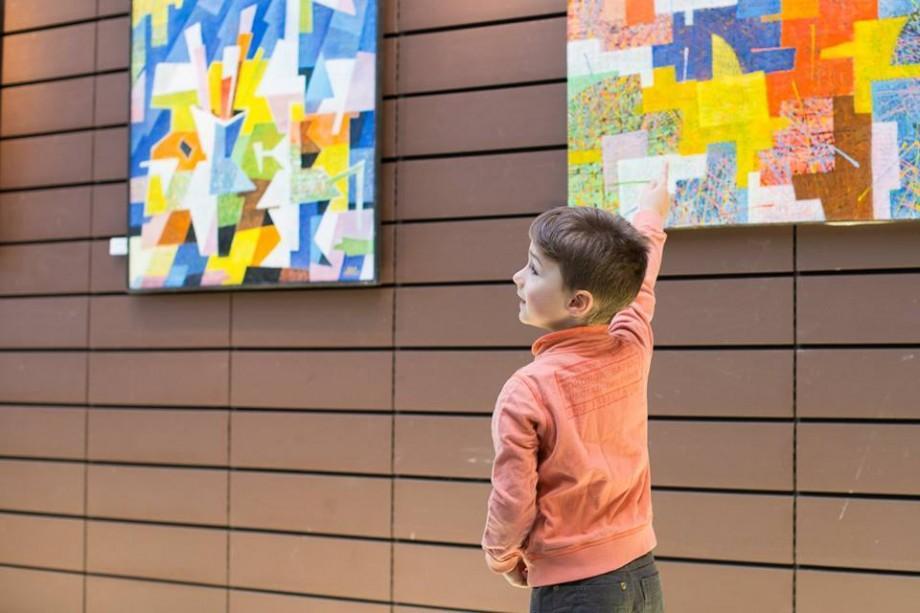(foto) Un pictor din Moldova și-a expus lucrările la Consiliul Europei. Până când va dura expoziția