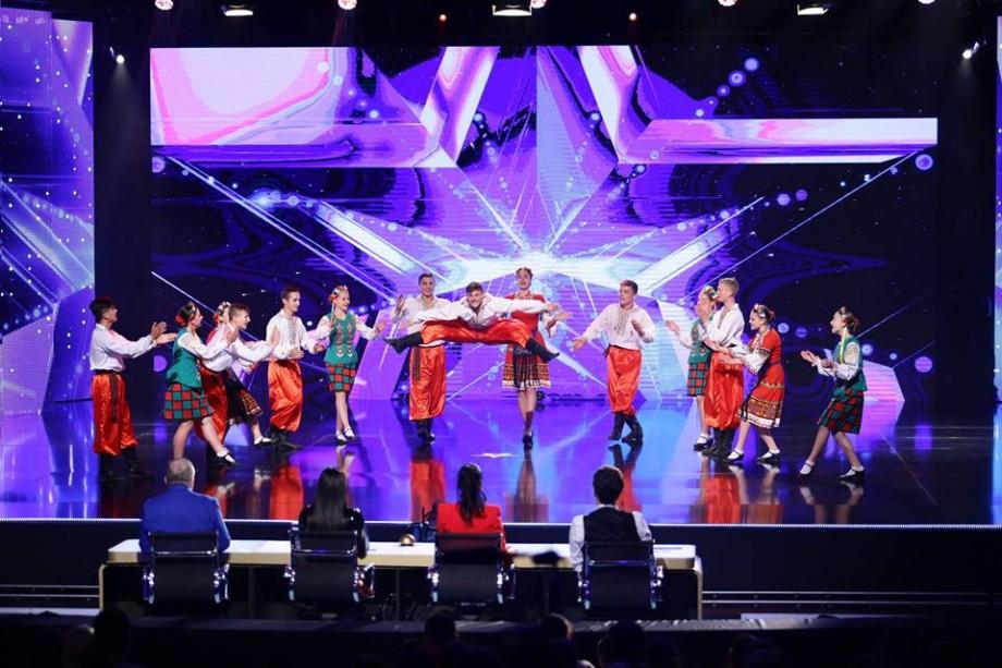 (foto, video) Ce baterii folosiți? Un ansamblu de dansatori din Sîngerei a adus tinerețe și energie pe scena de la Românii au Talent