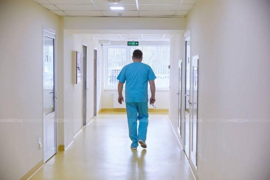 Solidaritate între medici. Personalul din toate instituțiile medicale din Chișinău vor purta panglici mov până la sfârșitul lunii