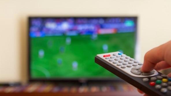 Tot mai mulți clienți dau bani pe serviciile TV. Care companii sunt cele mai populare pe piața din Moldova
