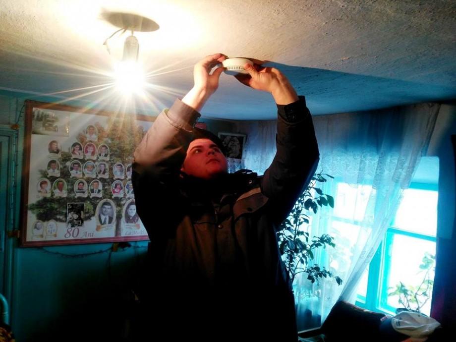 (foto) O casă protejată o viață salvată. În casele din Moldova au fost instalate peste 1 000 de detectoare de fum