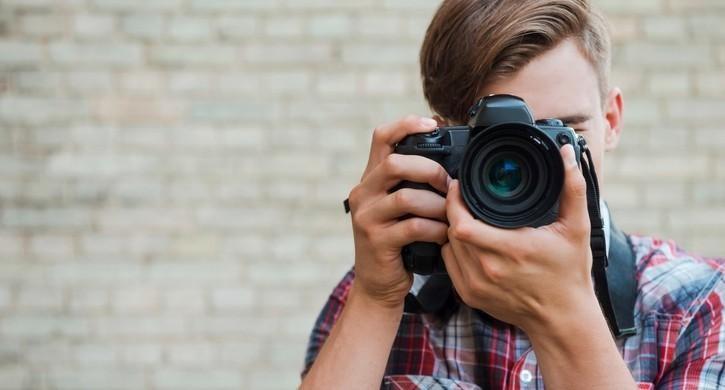 """Elevii pasionați de fotografii pot participa la concursul fotografic """"EU sunt EUropa"""". Care sunt condițiile de participare"""