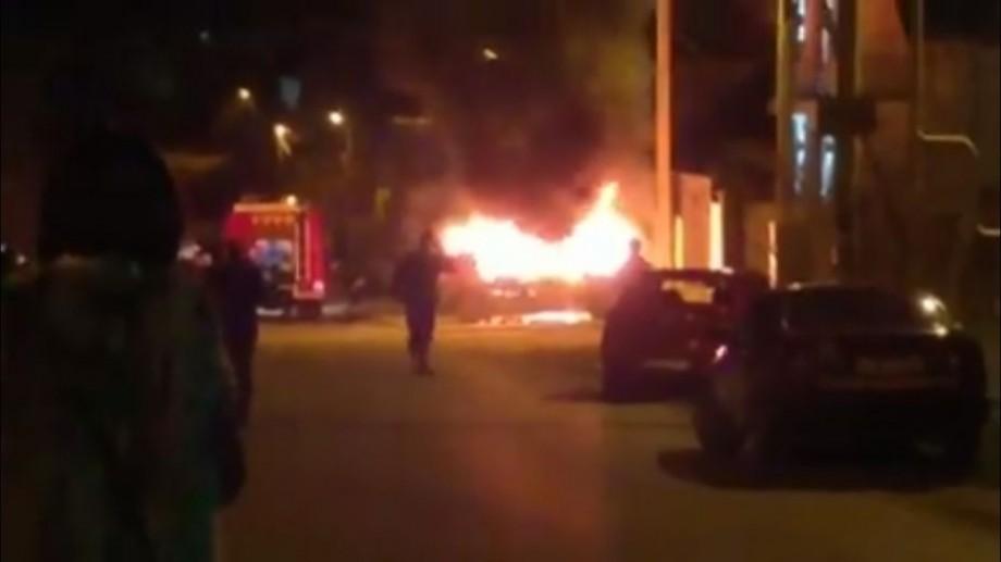 (video) Mașina cuprinsă de flăcări din cauza unei lumânări a ars în proporție de 70%
