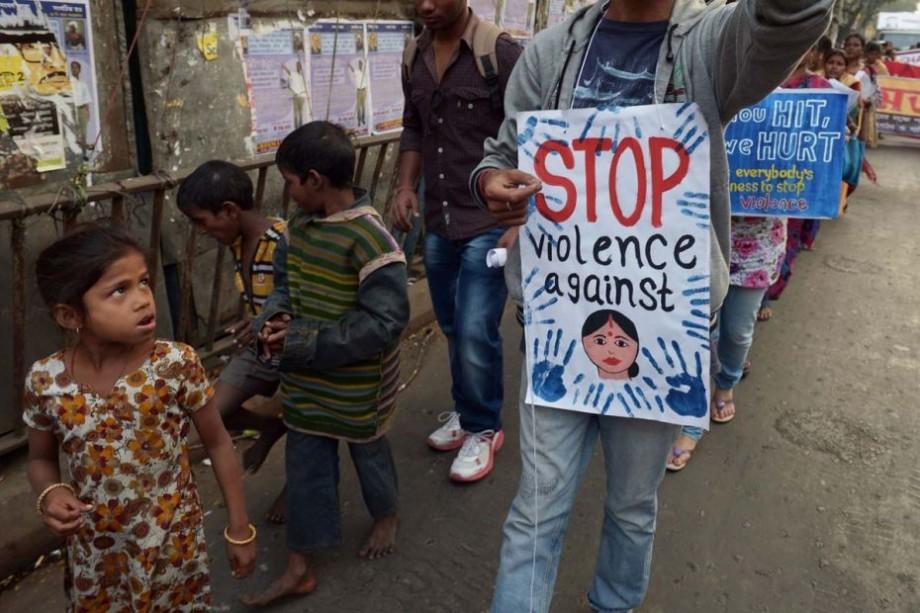 Pedeapsă cu moarte pentru violatorii fetelor mai mici de 12 ani. În India a fost introdusă o nouă lege