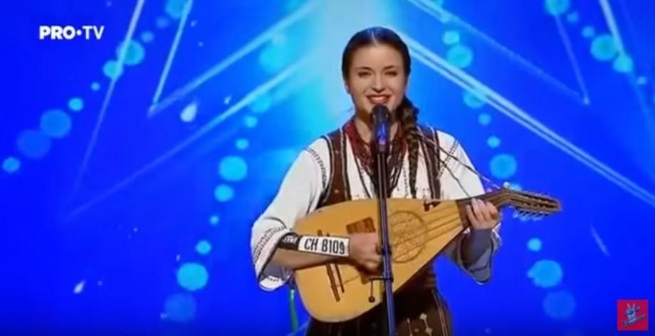 """(foto) """"Să-mi cânți cobzar tânăr ceva"""". Stela Botez a impresionat juriul de la Românii au talent cu un moment pur românesc"""