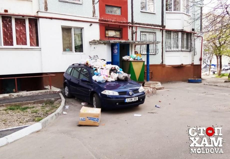(foto) Cum se luptă cu grosolănia la Ciocana. Locuitorii unui bloc s-au răzbunat în mod ingenios pe o mașina parcată neregulamentar